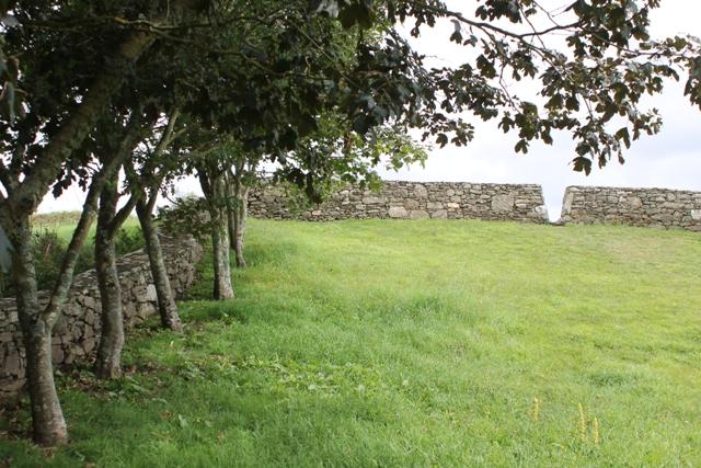 Ruine de la chapelle Languidou à Plovan (45)