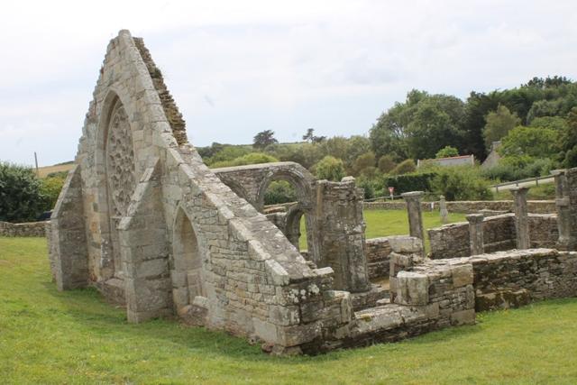 Ruine de la chapelle Languidou à Plovan (51)