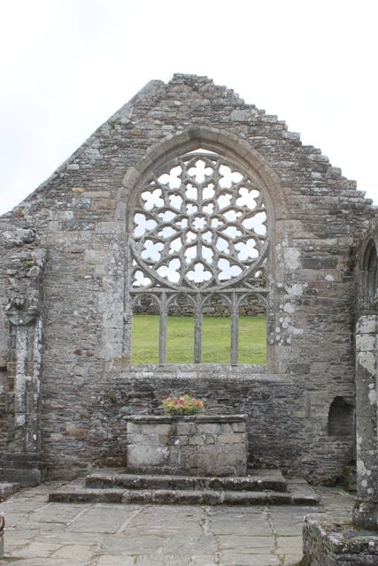 Ruine de la chapelle Languidou à Plovan (65)