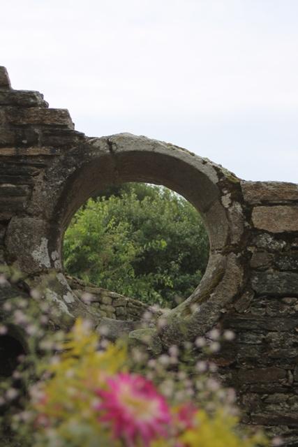 Ruine de la chapelle Languidou à Plovan (71)